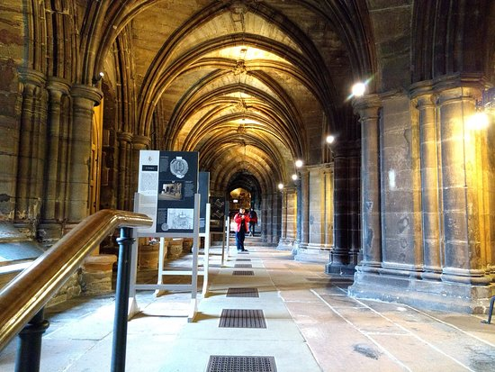 Glasgow, UK: O corredor principal do subsolo da igreja