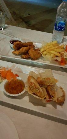 Dara Serene Restaurant: Fried chicken and spring rolls