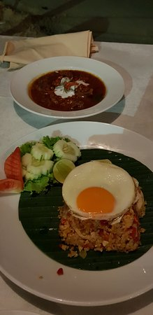 Dara Serene Restaurant: Penang beef curry and spicy chicken fried rice