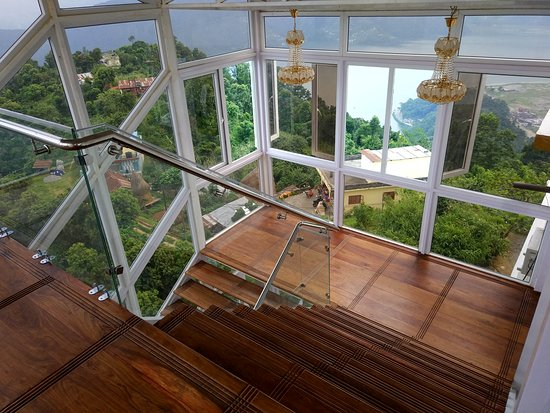 Jurassic Resort & Villas: The staircase