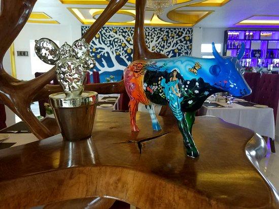 Jurassic Resort & Villas: Lobby&restaurant