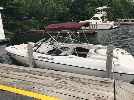 Silver Bay, Estado de Nueva York: 19' Bow rider 135HP