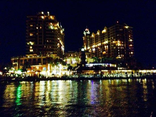SunVenture Cruises: Harborwalk village