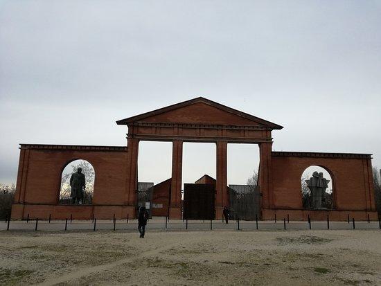 Memento Park: portale d'ingresso