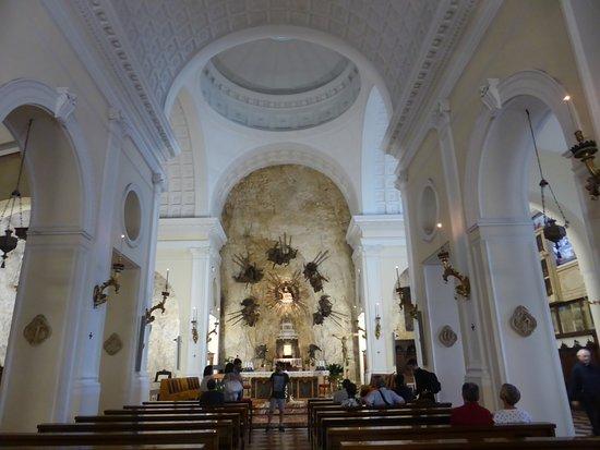 Santuario Basilica Madonna della Corona: L'interno
