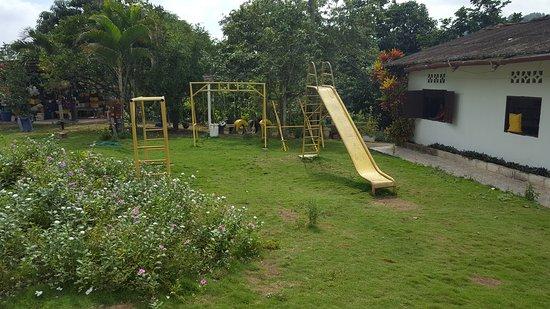 Happy Fruit Agroecological Farm: Juegos infantiles