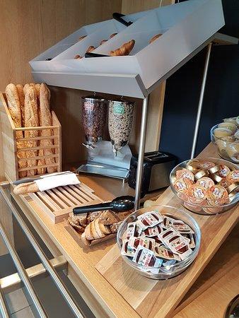 B&B Hotel Lille Grand Stade : petit déjeuner