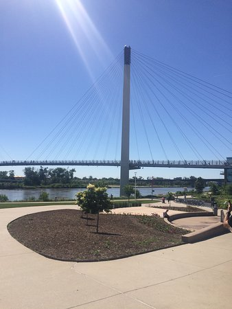 Lewis & Clark Landing and Riverfront Park : Bright day