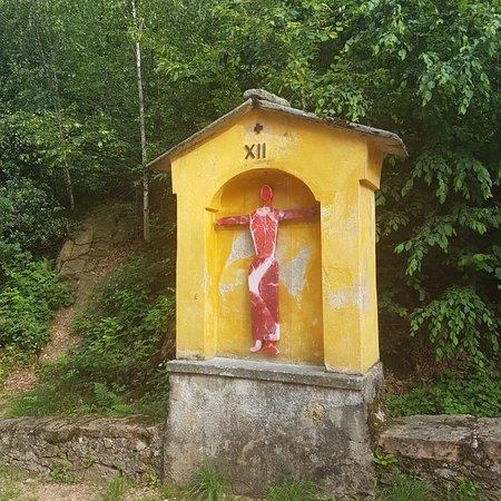 Santuario della Madonna d'Ongero: Mostra di 14 artisti internazionali finivo a settembre 2018