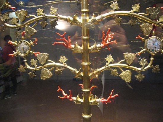 Museo di Lucignano: Particolare dell'Albero di corallo e argento