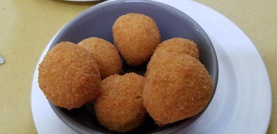 Pizzeria Fufluns: Fried Olives