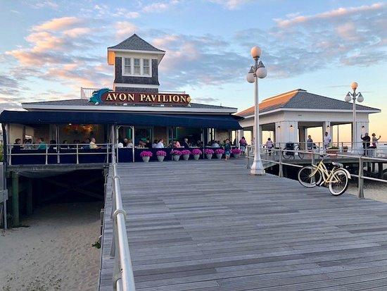 Avon by the Sea, NJ: Feel the sea breeze on the open air patio