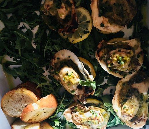 Stiltsville Fish Bar: Oysters on half shell