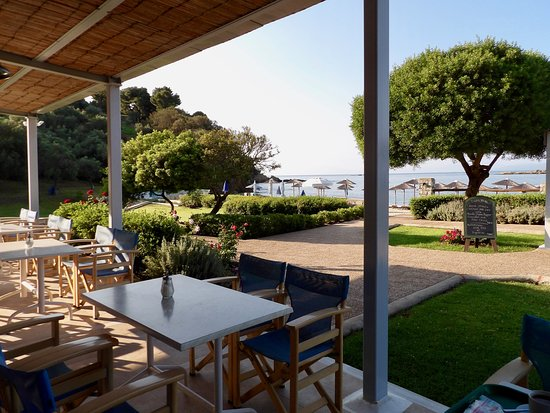 Troulos Bay Hotel: View from the breakfast area