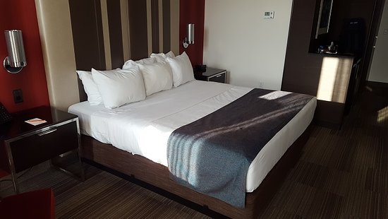 Potawatomi Hotel & Casino: Inside the room. The beds are excellent!