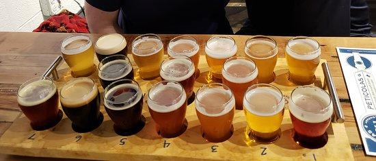 The 17 beer tasting flight - Picture of Peticolas Brewing Company, Dallas -  Tripadvisor