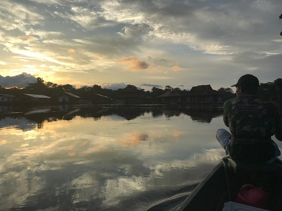 Tefe, AM: Returning from a canoe tour