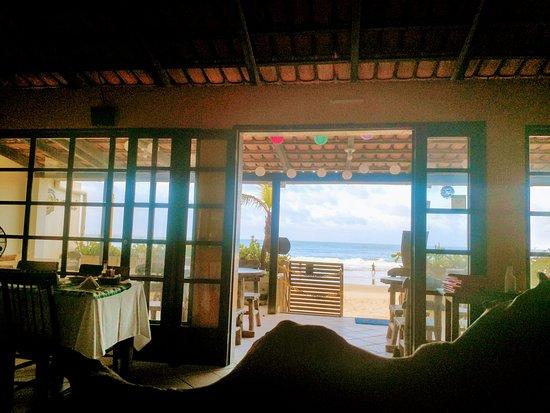 Restaurante Opará - Gaibu: vista de dentro pra for
