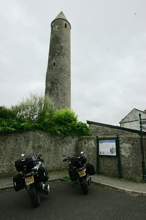 Celtic Rider 14-day WAW tour: Classic round tower in a small town on the WAW