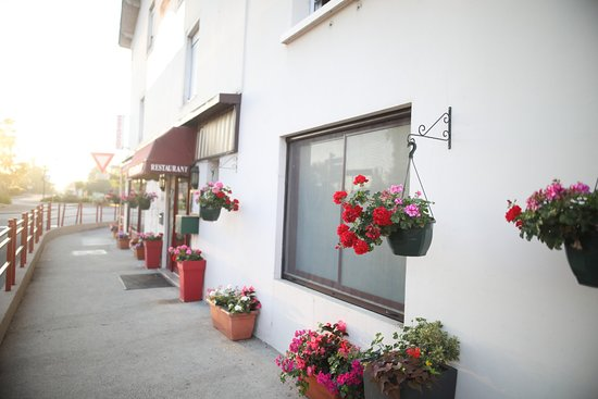 La façade du restaurant de la cloche à Bletterans