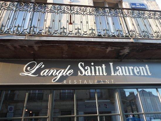L'Angle Saint Laurent: Exterior