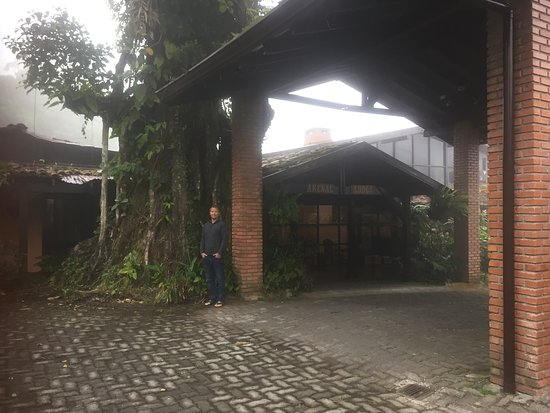Arenal Lodge: Front