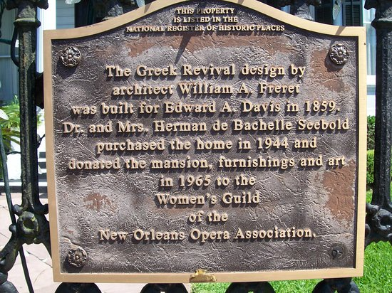 New Orleans Garden District Walking Tour Including Lafayette Cemetery No. 1: Many different architectural designs in NOLA.