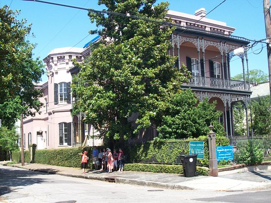 New Orleans Garden District Walking Tour Including Lafayette Cemetery No. 1: This was a beautiful home.
