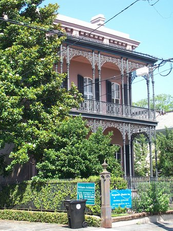 New Orleans Garden District Walking Tour Including Lafayette Cemetery No. 1: I should have ran across the street to read those signs.