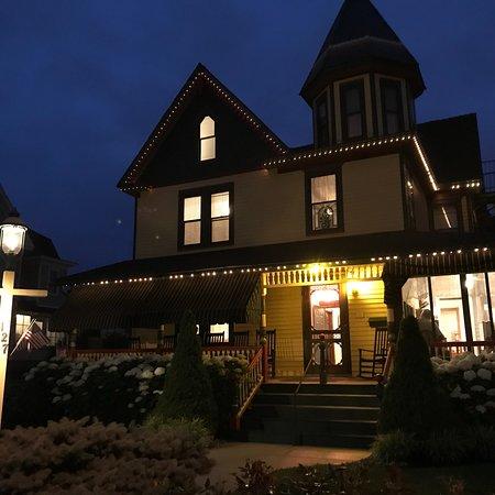 Albert Stevens Inn Photo