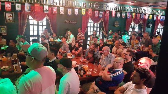 Tully's Irish Pub & Restaurant: Australia v France world cup