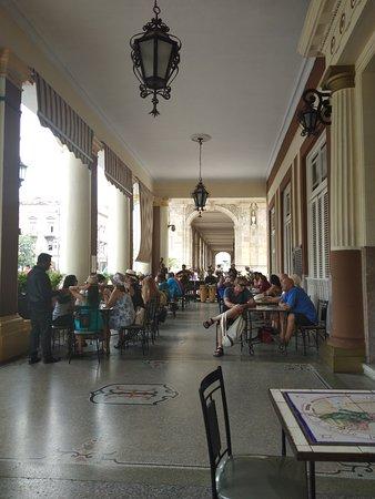 El Louvre Coffee Shop