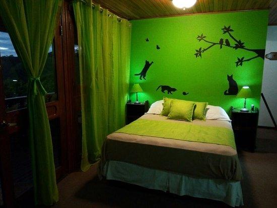 Miramar, Costa Rica: Tiene 2 camas tipo Queen, 2 baños, vista panoramica y Balcón!