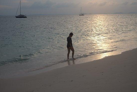 Pulau Besar, Malaysia: Sunset walk by the beach.