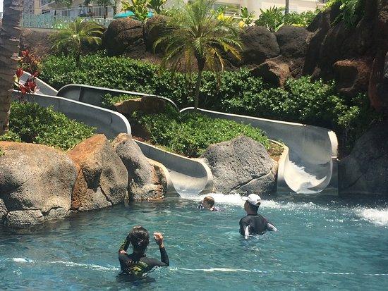 Hilton Hawaiian Village Waikiki Beach Resort: 2 of 4 of the slides in the kids pool