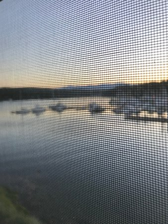 Port Ludlow, WA: Unfortunately had to shoot through the screen but shows beautiful view