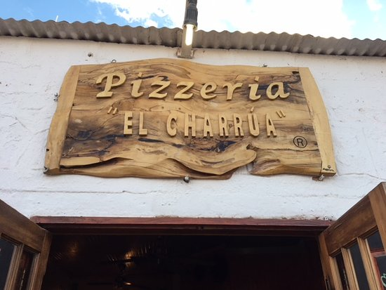 Pizzeria El Charrua: view from street