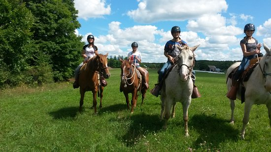 Windermere, Canada: Winding Fences offers horseback riding adventures for all riding levels