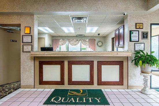 Oakwood, GA: Lobby