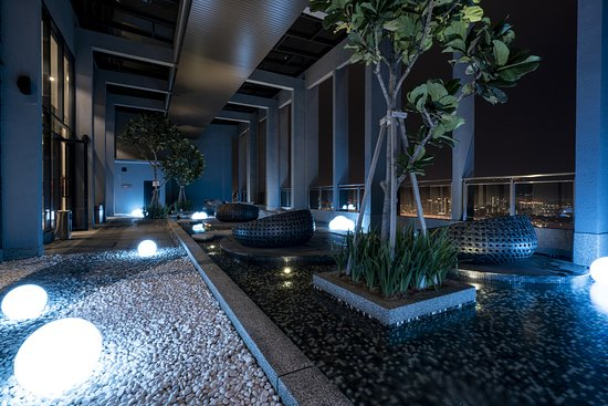 Expressionz Professional Suites: Sky Exclusive Lounge