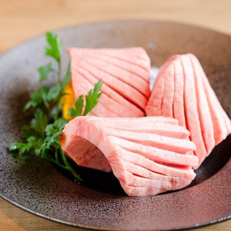 Heijyoen Shibuya Yakiniku BBQ: 一本から一人前しか取れない厚切り上タン塩