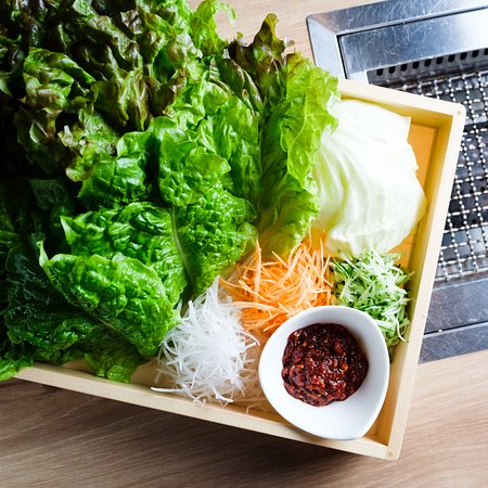 Heijyoen Shibuya Yakiniku BBQ: 包んで食べる、たっぷり箱野菜