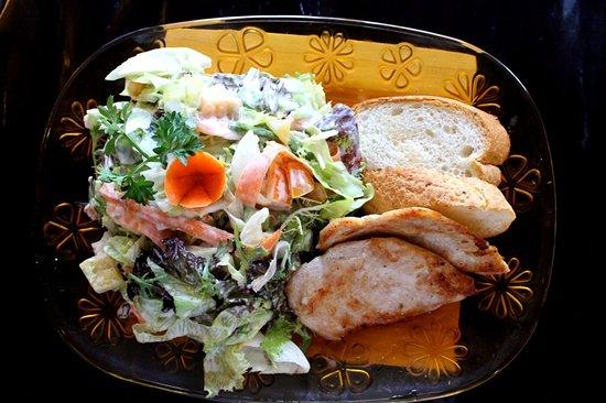 Pepito Cafe Tuban: Zurcher knacjer Pork chop Beef fillet Fitnes salad