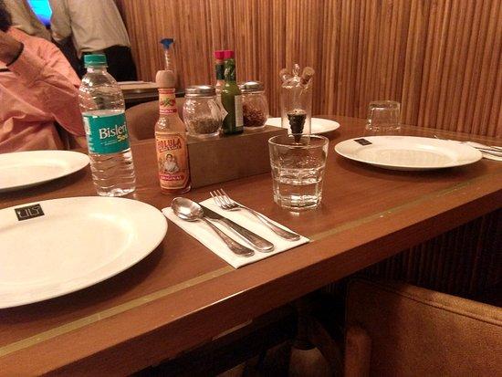 EPL : Eat Pray Luv: An amazing vegetarian restaurant near chowpatty serves great food