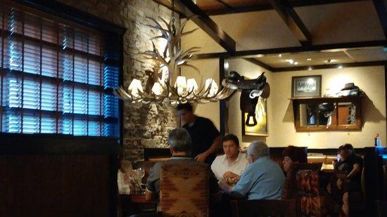 LongHorn Steakhouse: Decor