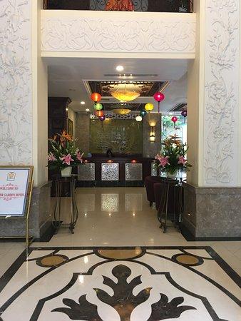 Flower Garden Hotel: Foyer
