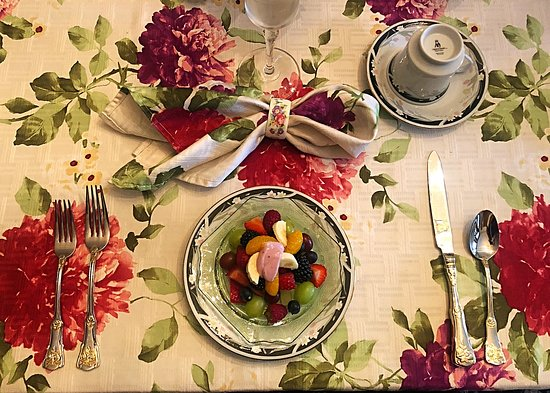 Belmont Hill Victorian Bed and Breakfast: Breakfast