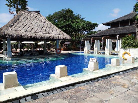 Rama Beach Resort and Villas: 8ft deep pool at Rama Beach Resort