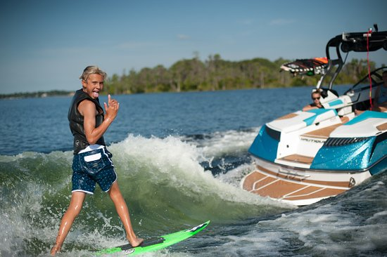 Byron Bay, Australien: Wake Surfing with Odyssey Wake Surf N Ski