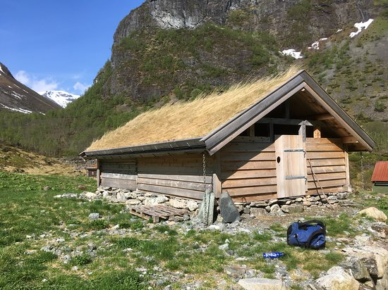 Nordic Ventures: Farmers' houses that use grass as insulation